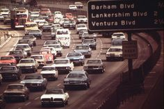 Traffic on the Hollywood Freeway near Ventura Beach, California, May 1972 Palm Springs, San Diego, Ventura Beach, Old American Cars, Los Angeles Usa, San Fernando Valley, Ventura County, Old Pictures, Street Pictures