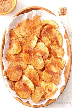 Homemade Barbecue Potato Chips you can easily make at home! Both baked and fried recipes provided. Homemade Barbecue Potato Chips you can easily make at home! Both baked and fried recipes provided. Note: Use baked with olive oil recipe Lunch Snacks, Barbecue Chips, Chip Seasoning, Fried Potato Chips, Potato Chips Homemade, Potato Chips In Oven, Baked Chips, Baked Potato Recipes, Homemade Bbq
