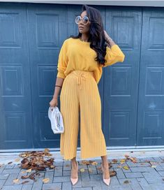 This may just be my colour for the autumn season 🍂🍁 Black Girl Fashion, Look Fashion, Autumn Fashion, Fashion Outfits, Classy Outfits, Stylish Outfits, Fall Outfits, Robes Glamour, Mode Streetwear