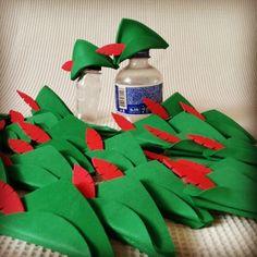 Mini chapéu do Peter Pan para tampinha de Pet. #elainefestas #tudoartfestas #tudoartparty #peteresininho