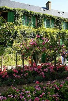 Giverny, France- Monet house and garden Claude Monet, Giverny France, Beautiful Landscapes, Beautiful Gardens, Dream Garden, Home And Garden, Monet Garden Giverny, Gardens Of The World, Famous Gardens