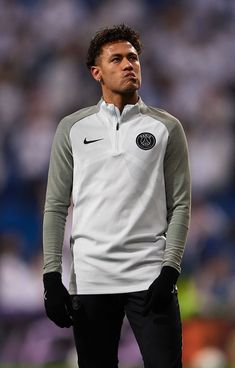 This pic is when he was playing against my Madrid ? nd in practice he was looking all over the Santiago Bernabeu carefully. Neymar Pic, Psg, Steven Gerrard, Premier League, Neymar Jr Wallpapers, Soccer Boys, Soccer Sports, Nike Soccer, Sport