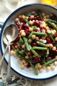 Favorite Three Bean Salad -The perfect picnic or family reunion dish! This was popular 20 or more years ago. 3 Bean Salad, Blanching Green Beans, Three Beans, Salad Bar, Healthy Salads, Side Dish Recipes, Cheddar, Pasta Salad, Soup And Salad