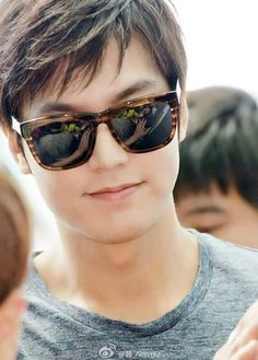 Gosh his smile...Lee Minho departing to Shanghai for a Semir event 140628