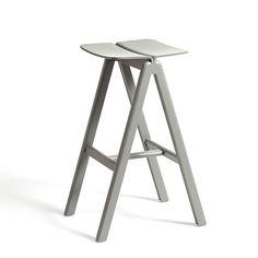 Der Copenhague Barstool st die logische Erweiterung des Copenhague Chair Designs. Es gibt sie in unterschiedlichen Farben und Polstern.
