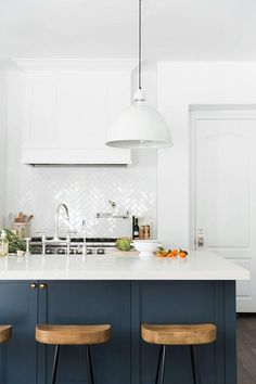 9 Fun Cool Tips: Best Kitchen Remodel Ideas kitchen remodel layout Kitchen Remodel Tile kitchen remodel budget.U Shaped Kitchen Remodel Stools. Kitchen Countertop Materials, New Kitchen Cabinets, Kitchen Countertops, Diy Kitchen, Kitchen Dining, Kitchen Decor, 1960s Kitchen, Teal Cabinets, Dining Room