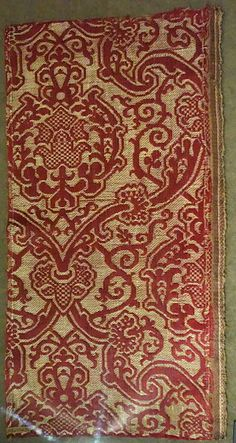 File:Brocatelle fragment with pomegranate in ogival lattice, view 1, Italy, Renaissance, late 16th century, silk and linen brocatelle - Royal Ontario Museum - DSC04393.JPG