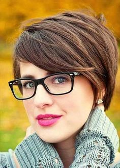 Short Hairstyle For Women With Glasses