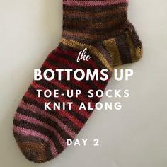 Tervetuloa takaisin Bottoms UP: n päivään. Knitted Socks Free Pattern, Knitting Patterns Free, Free Knitting, Knitting Ideas, Knit Patterns, Knitting Stitches, Knitting Socks, Knit Socks, Judys Magic Cast On