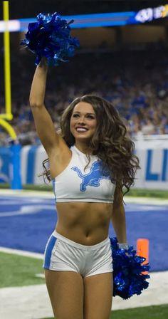 Dallas Cheerleaders, Hottest Nfl Cheerleaders, College Cheerleading, Cheerleading Pictures, Buccaneers Cheerleaders, Dolphins Cheerleaders, Hot Football Fans, Professional Cheerleaders, Sports Women