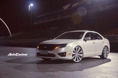 Fusion SEL 2011 branco pérola com rodas aro e confira as fotos no Sambódromo de SP. Ford Fusion Custom, Ford Falcon, Car Ford, Cars, Vehicles, Solar, Passion, Inspiration, Style