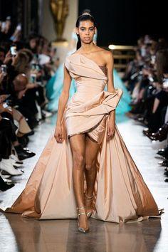 Elie Saab Spring 2019 Couture Fashion Show - Vogue Elie Saab Spring, Elie Saab Couture, Fashion Week, Runway Fashion, Fashion Show, Paris Fashion, Luxury Fashion, Fashion Ideas, Net Fashion