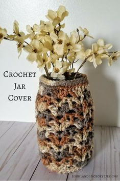 Crochet Ideas Easy Crochet this Earthy Luminary with any medium or worsted weight yarn. This free and easy pattern works up in less than an hour! Get creative with the uses! Love Crochet, Crochet Gifts, Diy Crochet, Crochet Things, Cotton Crochet, Easy Crochet Patterns, Crochet Designs, Crochet Ideas, Crochet Jar Covers