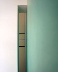 Когда интерьер интересно рассматривать со всех ракурсов, даже самых нетривиальных! Если вдруг вы окажетесь за шкафом, то и там все графично-гармонично! #oneoverone_design #oneoverone_artburo #oneoverone_buro #design #details #light #artburo #architecture #design #furniture #furniture_byoneoverone# #moscow