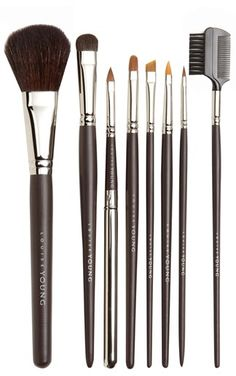 The complete makeup brush set needed