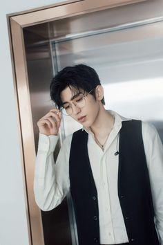 200402 蔡徐坤 Studio Weibo update It's the stern yet gentle Cai PD Saturday night See you on the next episode Handsome Korean Actors, Handsome Faces, Handsome Boys, Cute Asian Guys, Asian Boys, Asian Men, Pretty Boys, Cute Boys, Boy Idols