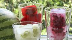 No more watered-down drinks! Make these flavored ice cubes for summer parties