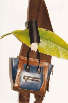 Celine ad by Juergen Teller Celine Handbags, Celine Bag, Celine Luggage, Luggage Bags, Leather Handbags, My Bags, Purses And Bags, Celine Campaign, Fashion Bags