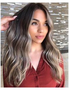 Are you going to balayage hair for the first time and know nothing about this technique? We've gathered everything you need to know about balayage, check! Cabelo Ombre Hair, Blonde Ombre Hair, Brown Hair With Blonde Highlights, Brunette Hair, Hair Highlights, Color Highlights, Wavy Hair, Cool Toned Blonde Hair, Blonde Asian Hair