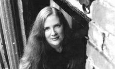 博客來-自由幻夢(飢餓遊戲3) 【2012翻譯書暢銷作家】Top7:蘇珊.柯林斯  文/廖立文2012年12月20日 Suzanne Collins (c) Charles Pryor 文╱廖立文 Q1. 從您編輯的角度,當初您如何設定這本書在的市場定位,是否有哪些考量?就您的觀察,這本書能在今年書市脫穎而出的原因是? 飢餓遊戲三部曲 當初讀到書稿時,我馬上被作者的文字吸住,掉進稿子裡的世界,整個人沉浸在腦子或心裡或不知哪 more