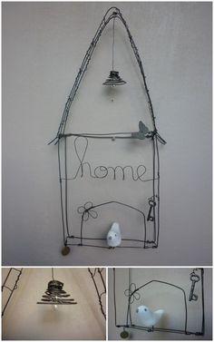 Maison en fil de fer recuit et son oiseau.
