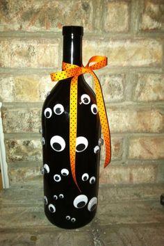 Googly Eye Halloween wine bottle crafts halloween DIY Halloween Wine Bottles for Ghoulish Home Decor Fall Wine Bottles, Halloween Wine Bottles, Painted Wine Bottles, Decorated Bottles, Wine Bottles Decor, Wine Bottle Decorations, Halloween Wine Glasses, Christmas Wine Bottles, Wine Bottle Corks