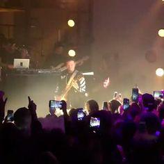 Sí tu quieres regueton Dale Nirvana! @jbalvin #rockeando hace unos días from @vevo  #smellsliketeenspirit at #YearInVevo #livemusic #pfgcrew #haztenotar #music #rock #band #instagood #instalike #instagood #instavideo #mood #instamood #like4like by puntofijoguiatv