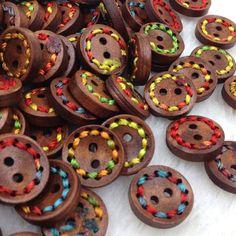 Купить товар10 шт. 15 мм Кнопки Деревянные Куклы Швейные Craft Аппликации WB250 в категории Пуговицына AliExpress. 100% Brand Newразмер:15 ммцвет: Сочетаниеколичество: 10 шт. (Каждый цвет количество стиль является случайным)
