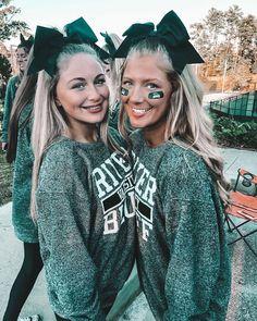 "MADISON DANTZLER on Instagram: ""cheesin' because we love our gators💚💚 #gatorsontop"" Cheer Team Pictures, Cute Friend Pictures, Best Friend Photos, Cute Photos, Bff Pics, Cheer Pics, Friend Pics, Dear Best Friend, Best Friend Goals"