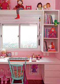 pink bedroom, turquoise chair! shelves around the window tiny space. looks goooood.