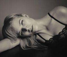Boudoir vintage photoshoot, black lace