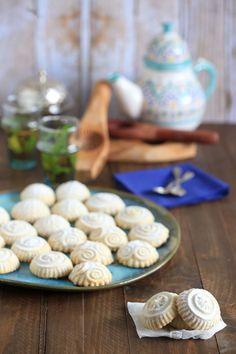 Las Maamoul son unas galletas rellenas de dátiles o frutos secos típicas de Oriente Medio y del Golfo Pérsico. Es muy común prepararlas durante el Ramadán.