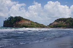 Le tombolo de Sainte-Marie, et le jeux des vagues... #tombolo #waves #blue #sky #clouds #island #islandlife #beach #martinique #caribbean #westindies #sea #ig_martinique #ig_caribbean #lightisvibe #sunny #sand #nofilter #travel #landscape #nature