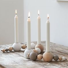 DIY´s, interior design, inspiration and illustrations. Christmas Advent Wreath, Cozy Christmas, Christmas Crafts, Christmas Decorations, Xmas, Best Candles, White Candles, Bali Style Home, Diy Cadeau