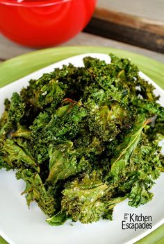 Learn how to make kale chips with an easy recipe including 7 different flavor options. Healthy, low carb, gluten free and vegan recipe for baked kale chips Kale Chip Recipes, Vegan Recipes, Cooking Recipes, Cabbage Recipes, Diet Recipes, Chicken Recipes, Snack Recipes, Dessert Recipes, Desserts