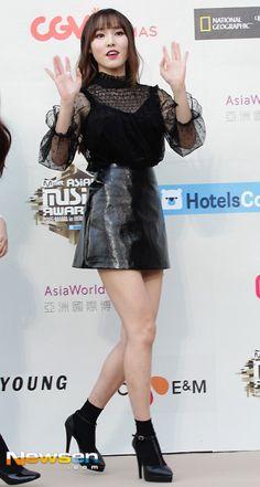 GFriend - Yuju South Korean Girls, Korean Girl Groups, Korean Outfits, Korean Clothes, Gfriend Yuju, Girlfriends, Skater Skirt, Punk, Style Inspiration