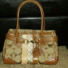 Coach signature Handbag Beautiful Authentic Coach handbag Coach Bags Satchels