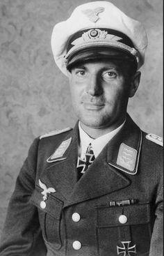 ✠ Walter Gericke (23 December 1907 – 19 October 1991) RK 14.06.1941 Hauptmann Kdr IV./Fsch.Jäg.Sturm.Rgt 1 + 17.09.1944 [585. EL] Major Kdr Fsch.Jäg.Rgt 11