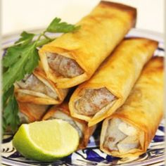 [Spécial Ramadan ] 🥟Recette Bourek au fromage et au thon 🥟 Tuna Recipes, Snack Recipes, Algerian Recipes, Algerian Food, Arabic Food, Beignets, Bruschetta, Street Food, Carne