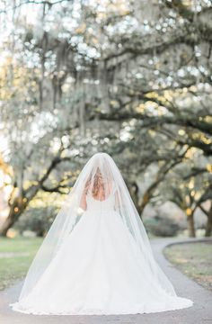 CHARLESTON WEDDINGS - Morgan's Legare Waring House bridals by Lowcountry vendors Jessica Roberts Photography, Allure Bridals, Lexington Florist