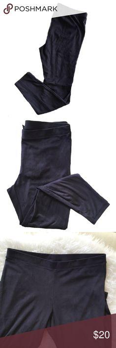 ‼️SALE‼️ HUE Gray Suede Leggings In GUC, gray suede leggings in XL. HUE Pants Leggings