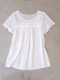 White Crochet Cotton Blouse                                                                                                                                                      Más