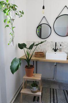 26 Best Ideas For Bathroom Diy Mirror Frame Towel Holders Decor, Diy Bathroom, Diy Mirror, Diy Frame, Bathroom Mirror, Round Mirror Bathroom, Amazing Bathrooms, Diy Towels, Bathroom Mirror Frame
