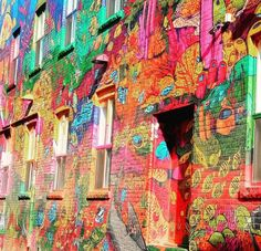 Graffiti Alley is a must-see destination for all travel photographers. Find out why it's on our list of most Instagrammable places in Toronto, Canada.