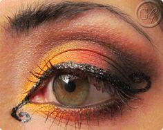 Fancy eye twirl! Create this look easily with Sleek Dip It Eyeliner & Sleek Ultra Matte Brigghts Eyeliner xx