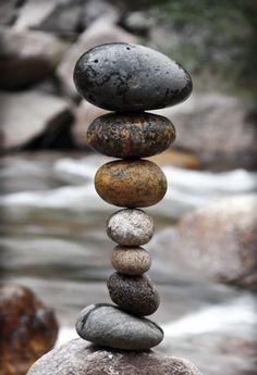 runde steine ordnen land kunst michael grab