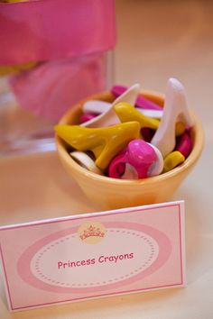 Cute for kids party favors.Themed crayons--melt crayons and use chocolate molds to reshape them. Princess Birthday, Princess Party, Girl Birthday, Birthday Ideas, Cute Crafts, Crafts For Kids, Diy Crafts, Barbie, Just In Case