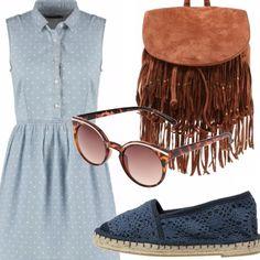 """Per chi partirà o chi rimarrà a casa questo outfit è perfetto per una passeggiata in città. L'aspetto """"signorina"""" dell'abito smanicato in jeans che ben si accompagna all'unicinetto delle espadrilles si contamina di hippie con le frange e gli occhiali tartarugati."""