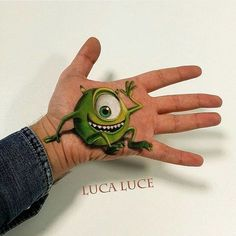 27 Mind-Bending 3D Optical Illusions Painted Onto A Single Hand