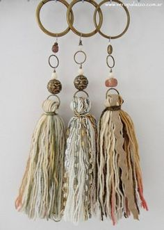 Could use wooden curtain rod rings Diy Tassel, Tassel Jewelry, Fabric Jewelry, Boho Necklace, Leather Jewelry, Tassel Earrings, Tassels, Diy And Crafts, Arts And Crafts